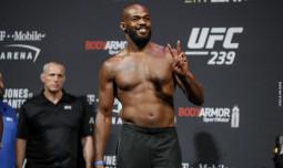 Джон Джонс отказался от титула чемпиона UFC в полутяжелом весе
